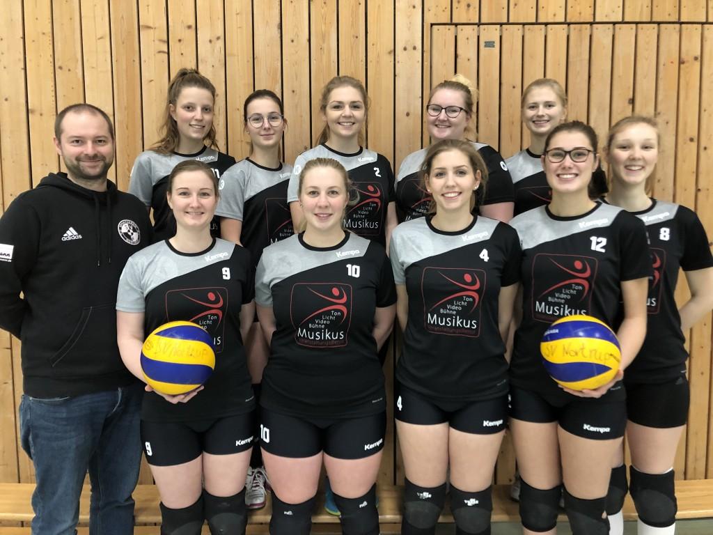 Die Volleyballer des SV Nortrup in neuen Trikots an Tabellenführung
