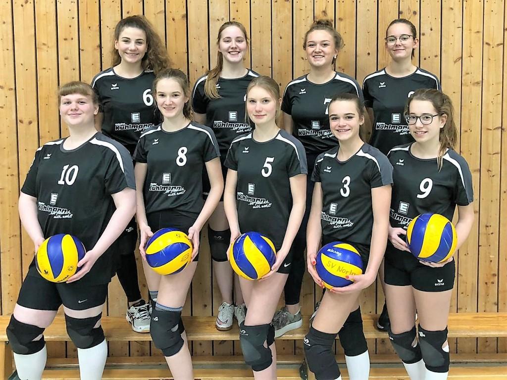 EDEKA Kuhlmann sponsert der Volleyball A-Jugend neue Trikots